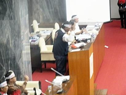 Mewakili Relawan PMI se Indonesia menyatakan sikap di depan Ketua DPR RI
